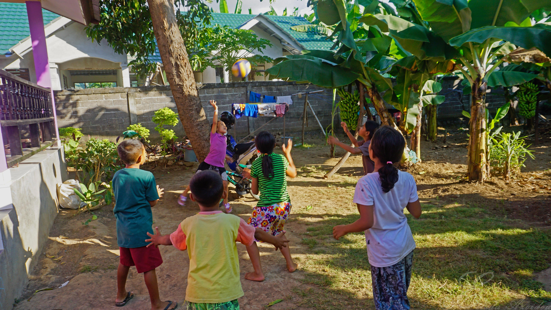 Pea kr mer besucht anak domba bali im juli 2017 anak domba bali waisenhaus zukunft f r - Kinder im garten ...